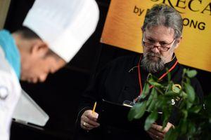 Ban giám khảo quốc tế khắt khe kiểm tra gia vị món ăn Việt