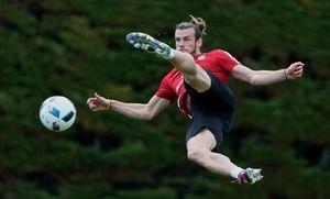 Bale bắt volley đẳng cấp, trổ tài tâng bóng nghệ thuật