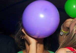 Bóng cười: Từ quán bar ra vỉa hè và hậu quả khủng khiếp