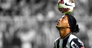 Clip: Ronaldinho trổ tài trên sân nhỏ
