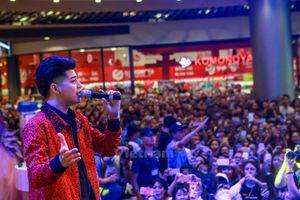 Khán giả trẻ Thủ đô phát cuồng với ca sỹ Noo Phước Thịnh