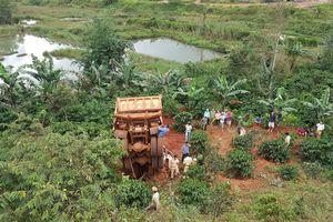 Đắk Nông: Xe 'hổ vồ' lao xuống vực, tài xế mắc kẹt tử vong trong xe