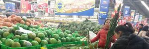 Người Hà Nội tranh thủ mua sắm ngày cận Tết