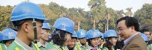 Bí thư Thành ủy Hoàng Trung Hải tặng quà CN môi trường