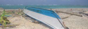 Một ngư dân Philippines đu xuồng trôi dạt vào đảo Sinh Tồn xin cứu nạn