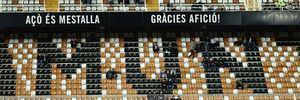 CĐV Valencia không thèm tới sân, đòi đuổi Gary Neville