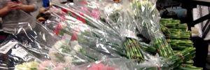 Chàng trai dành dụm tiền mua quà Valentine tặng gần 900 cô gái