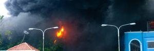 Lính cứu hỏa kiệt sức dập đám cháy nệm Vạn Thành
