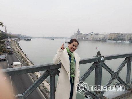 Nu hoang doanh nhan Kim Chi dep rang ro giua chau Au hoa le - Anh 10