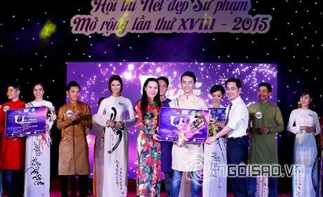 Nữ hoàng Ngô Thị Kim Chi duyên dáng trong tà áo dài tại lễ trao giải cuộc thi 'Nét Đẹp Sư Phạm'