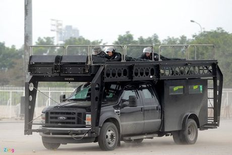Dàn xe bọc thép của công an bảo vệ Đại hội Đảng