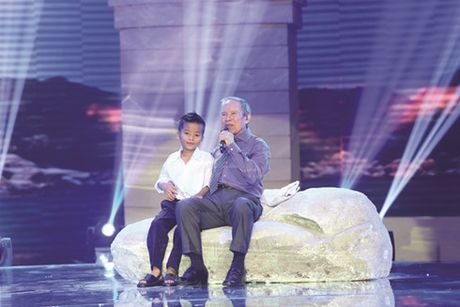 NSUT Kieu Hung: Tuoi tac lam tieng hat dep hon - Anh 1