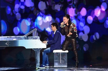 Thu Minh xin lỗi khán giả vì để lộ nội y trên sóng truyền hình