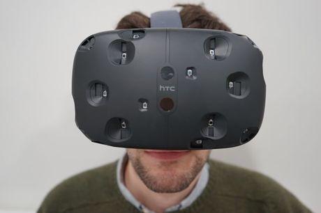 10 phút, 15.000 kính HTC Vive được đặt mua