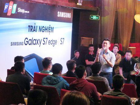 "Samsung Galaxy S7 van choi nhac, phat video khi bi ""hanh ha"" duoi nuoc - Anh 2"