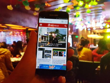 "Samsung Galaxy S7 van choi nhac, phat video khi bi ""hanh ha"" duoi nuoc - Anh 3"