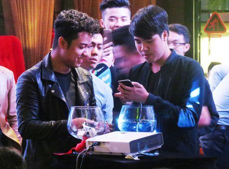 "Samsung Galaxy S7 van choi nhac, phat video khi bi ""hanh ha"" duoi nuoc - Anh 5"