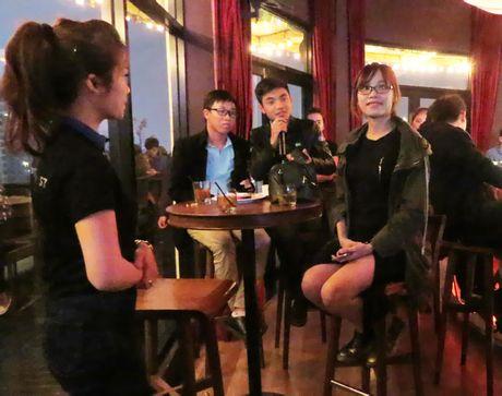 "Samsung Galaxy S7 van choi nhac, phat video khi bi ""hanh ha"" duoi nuoc - Anh 6"