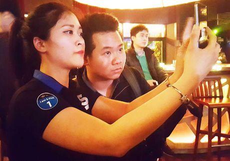 "Samsung Galaxy S7 van choi nhac, phat video khi bi ""hanh ha"" duoi nuoc - Anh 8"
