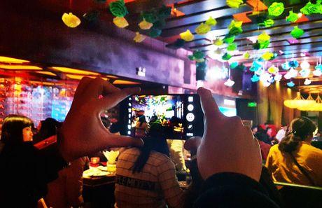 "Samsung Galaxy S7 van choi nhac, phat video khi bi ""hanh ha"" duoi nuoc - Anh 9"