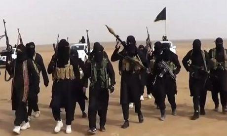 Kinh hoang IS thieu song 19 co gai nguoi Kurd trong long sat - Anh 1