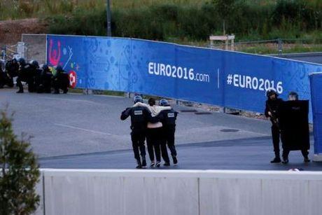 Am muu khung bo EURO 2016 voi 99kg thuoc no - Anh 2