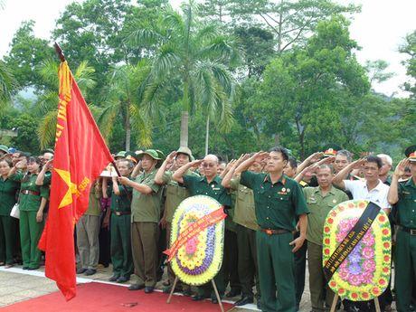 Dam le nghia trang liet si Vi Xuyen ngay gio tran Su 356 - Anh 3