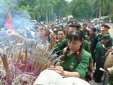 Dam le nghia trang liet si Vi Xuyen ngay gio tran Su 356 - Anh 5