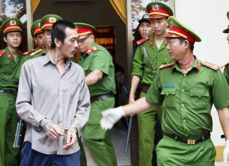 Giang ho Tuan Em 'noi loan' sau khi nghe tuyen an tu hinh - Anh 7
