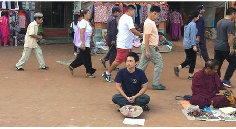 Mot du khach nguoi Viet da thu dong vai an xin o Nepal va ket qua nhan duoc that bat ngo - Anh 1