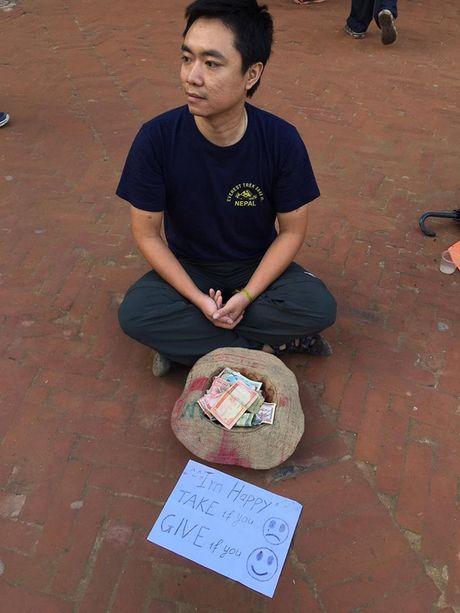 Mot du khach nguoi Viet da thu dong vai an xin o Nepal va ket qua nhan duoc that bat ngo - Anh 2