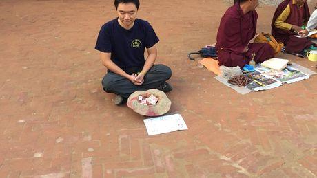 Mot du khach nguoi Viet da thu dong vai an xin o Nepal va ket qua nhan duoc that bat ngo - Anh 3