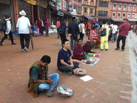 Mot du khach nguoi Viet da thu dong vai an xin o Nepal va ket qua nhan duoc that bat ngo - Anh 4