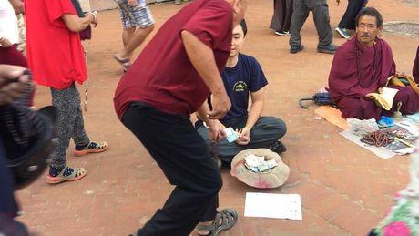 Mot du khach nguoi Viet da thu dong vai an xin o Nepal va ket qua nhan duoc that bat ngo - Anh 6