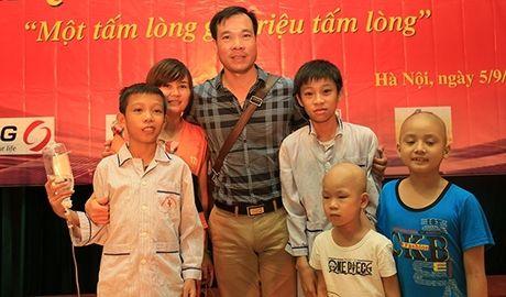 Xạ thủ Hoàng Xuân Vinh tặng 100 phần quà cho bệnh nhi