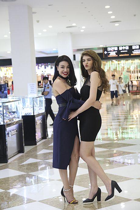 Tra Ngoc Hang than thiet cung Andrea tham gia Make up show - Anh 11