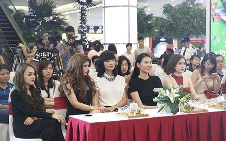 Tra Ngoc Hang than thiet cung Andrea tham gia Make up show - Anh 1