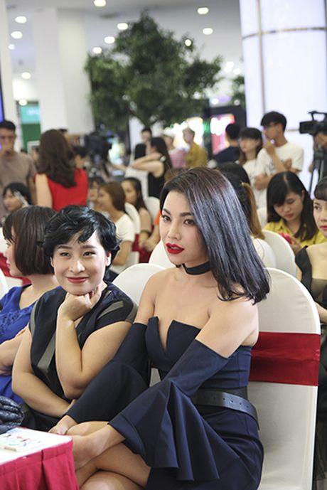 Tra Ngoc Hang than thiet cung Andrea tham gia Make up show - Anh 7
