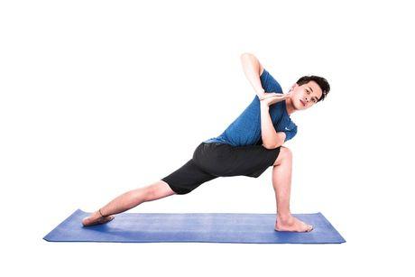 Nhung bai tap Yoga hieu qua nhat cho nam gioi - Anh 1