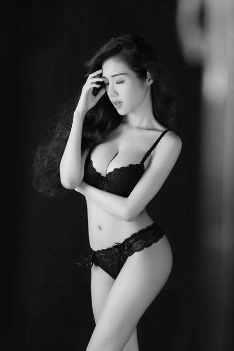 Suot 8 nam, Elly Tran chi dien mot khoe duong cong - Anh 8
