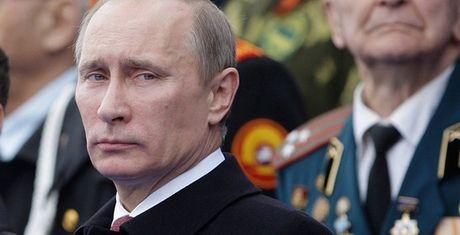 Tong thong Putin co 35 trieu 'vu khi bi mat'? - Anh 1