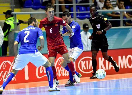 Tuyen thu futsal Viet Nam gia tu su nghiep sau ky World Cup - Anh 2