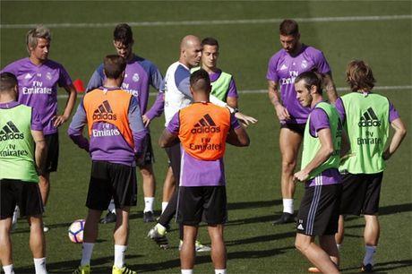 Zidane lan thu ba 'noi dien' trong phong thay do Real Madrid - Anh 1