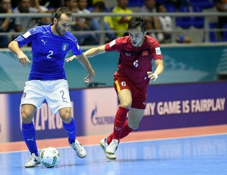Tuyen thu Futsal Viet Nam gia tu su nghiep sau khi ve nuoc - Anh 1