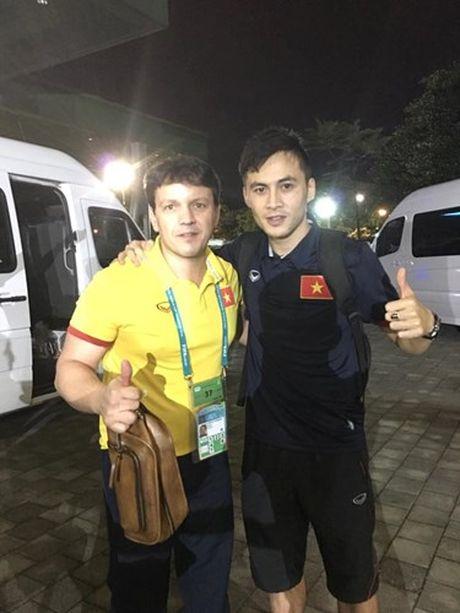 Tuyen thu Futsal Viet Nam gia tu su nghiep sau khi ve nuoc - Anh 2