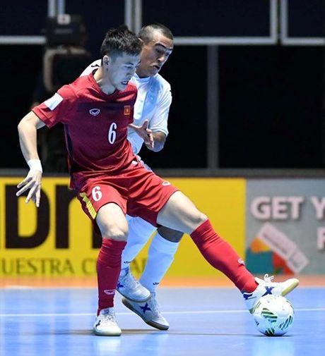 Tuyen thu Futsal Viet Nam gia tu su nghiep sau khi ve nuoc - Anh 3