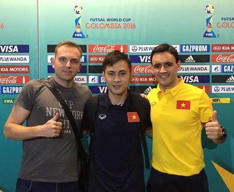 Tuyen thu Futsal Viet Nam gia tu su nghiep sau khi ve nuoc - Anh 5