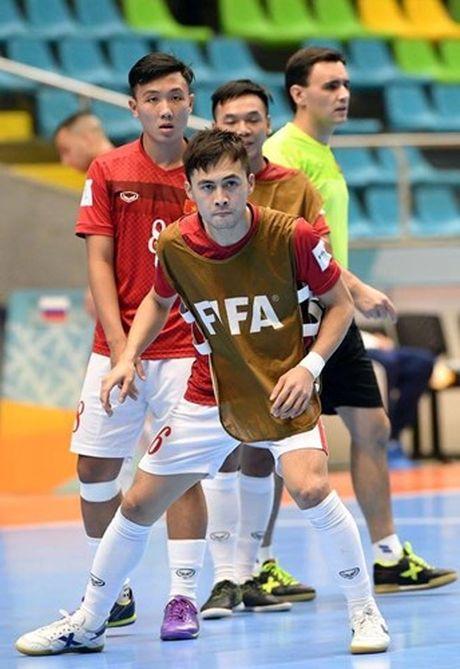 Tuyen thu Futsal Viet Nam gia tu su nghiep sau khi ve nuoc - Anh 6