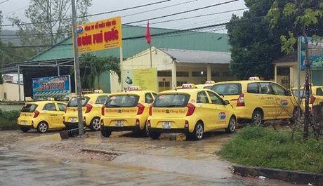 Tai xe taxi Sai Gon Phu Quoc dinh cong - Anh 1