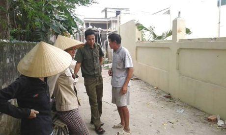 Chu hui om hang chuc ty dong bo tron - Anh 1